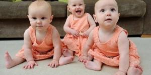 媽媽想出了一個絕妙的方法來辨別三胞胎,這樣以後不會弄錯寶寶了...